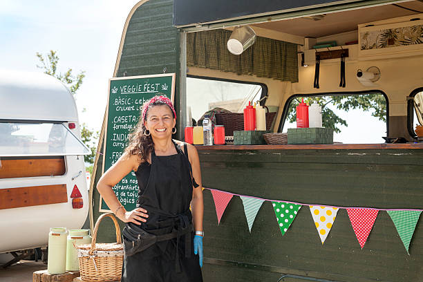 happy owner woman and her food truck - glutenfrei einkaufen stock-fotos und bilder