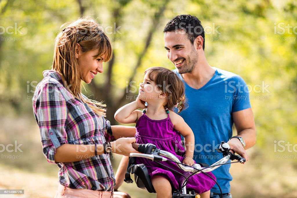 Happy parents enjoying in nature with their small daughter. Lizenzfreies stock-foto