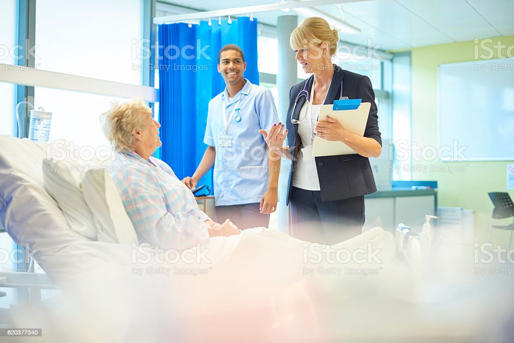 happy patient and doctor foto de stock royalty-free