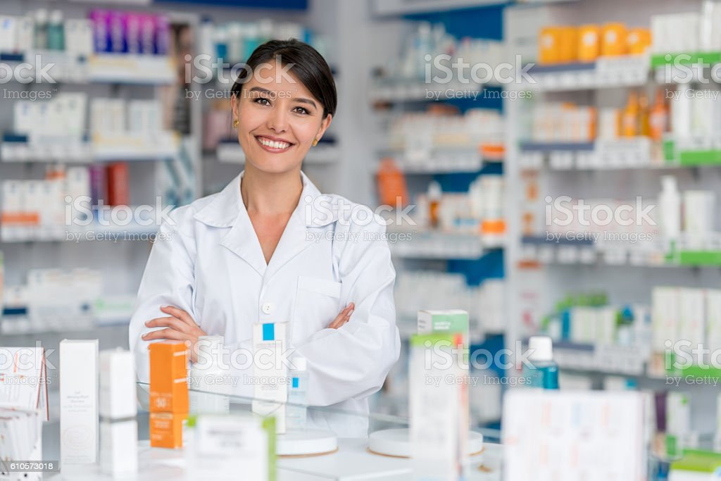 Happy pharmacist working at a drugstore – Foto
