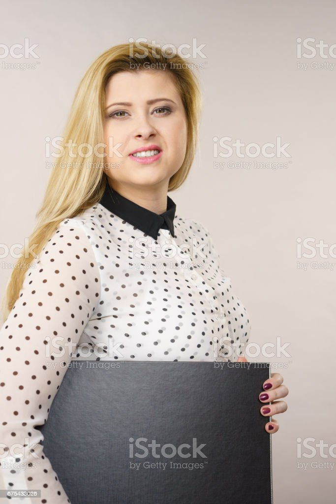 Happy positive business woman holding binder with documents photo libre de droits