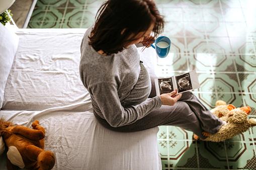 istock Happy pregnant woman 1097439380
