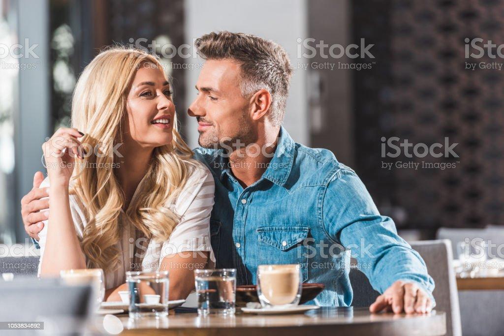 Restaurant dating programHvordan er det dating en Leo kvinne