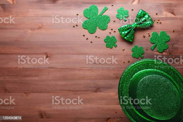 Happy saint patricks day greeting card with traditional symbols picture id1204043874?b=1&k=6&m=1204043874&s=612x612&h=vuhftb5ujkaekblrukzwaikfpllu fruyb v4zmzhs4=