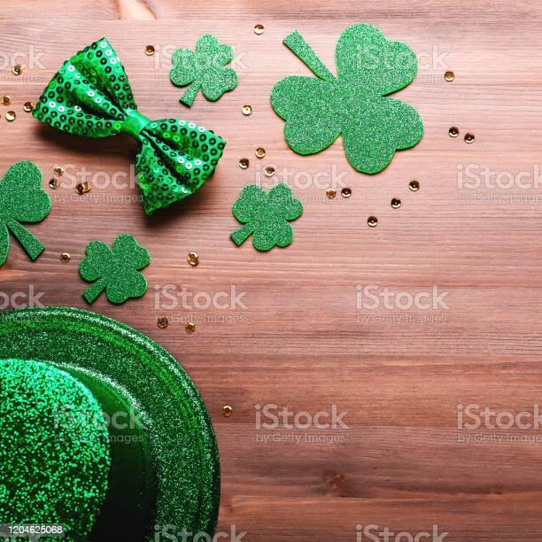 Happy saint patricks day greeting card with traditional symbols picture id1204625068?b=1&k=6&m=1204625068&s=612x612&h=icp2pjlptbxou8mxwsbecb6ny0dk73cgx1u6cvfx7ae=