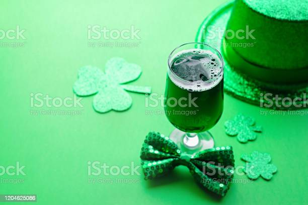 Happy saint patricks day greeting card with traditional symbols picture id1204625086?b=1&k=6&m=1204625086&s=612x612&h=pk82bfgowmcbg wrg6rlm0mhlecmcf6p6anbks  md4=