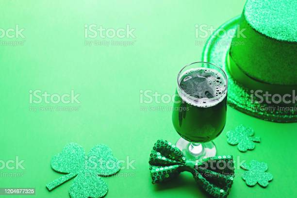 Happy saint patricks day greeting card with traditional symbols picture id1204677325?b=1&k=6&m=1204677325&s=612x612&h=vj0ofnbhokvp13b2905am6iag5tdj9d3ugz7euapn40=