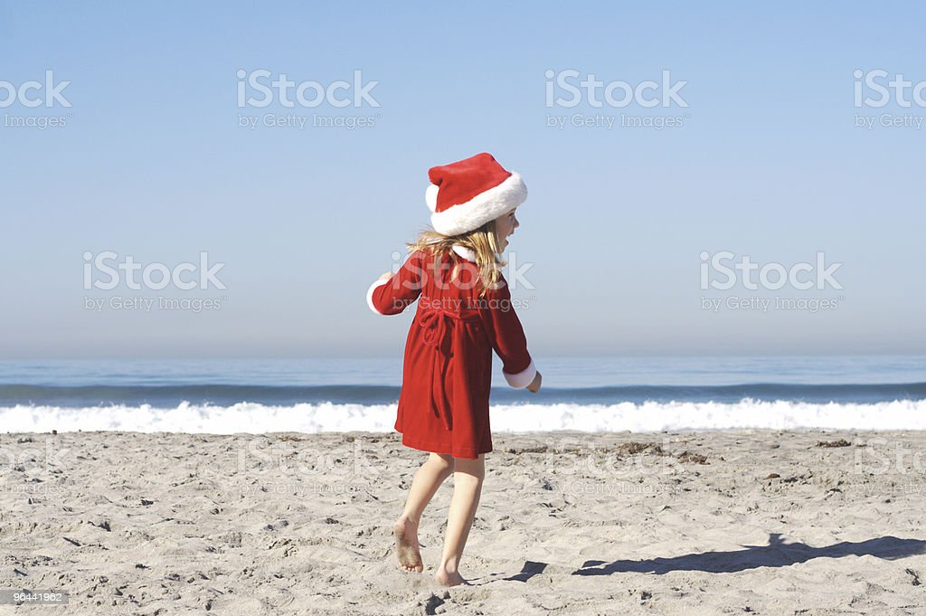 Santa garota feliz na praia-Series - Foto de stock de Areia royalty-free