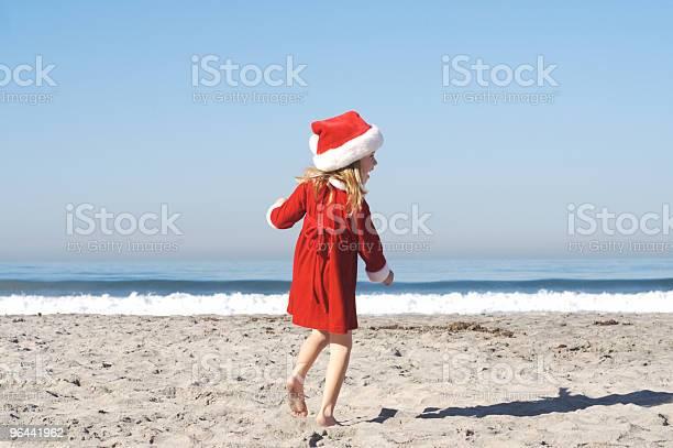 Foto de Santa Garota Feliz Na Praiaseries e mais fotos de stock de Areia