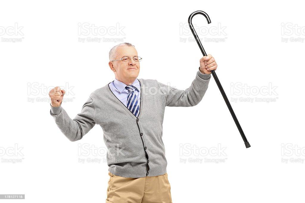 Happy senior hombre sosteniendo un bastón para y Gesticular Felicidad - foto de stock