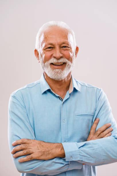 glücklicher senior mann - einzelner senior stock-fotos und bilder