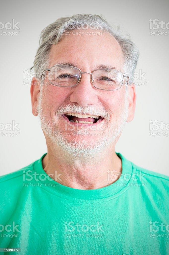 Glücklich älterer Mann Mit Grauen Haaren Und Brille Lachen Stock