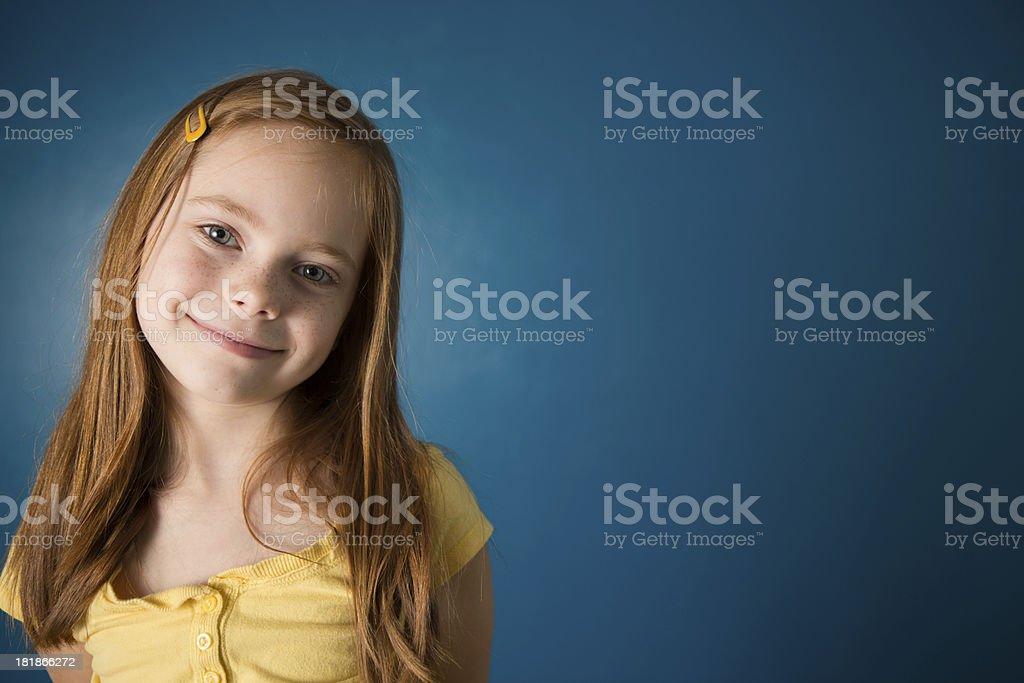 Happy Sieben Jahre Altes Mädchen Mit Textfreiraum Stock-Fotografie ...