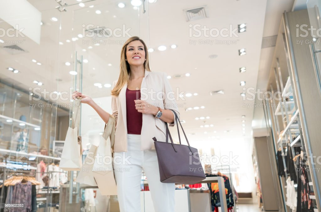 Happy shopping woman at the mall - Royalty-free 30-39 Years Stock Photo