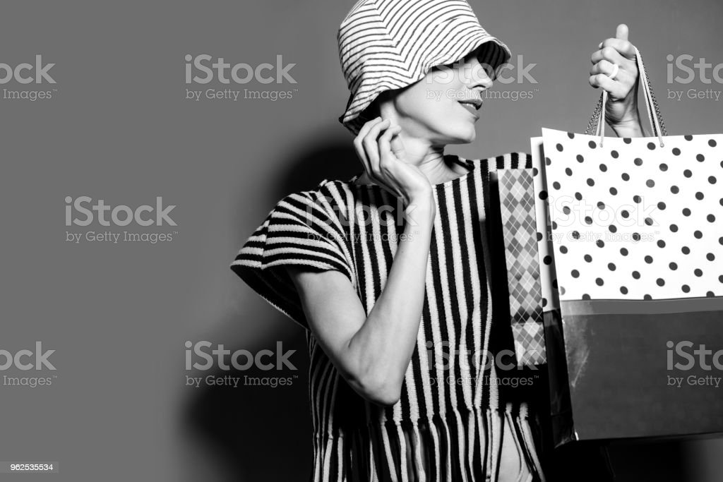 Happy shopping woman  with shopping bags - Royalty-free Adult Stock Photo
