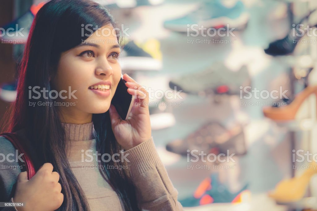 Talk To Singles On The Phone For Free