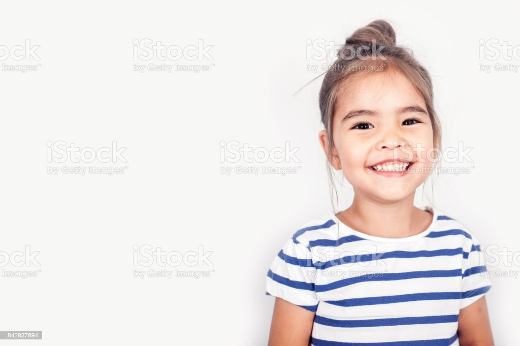 Feliz pequeña niña - foto de stock