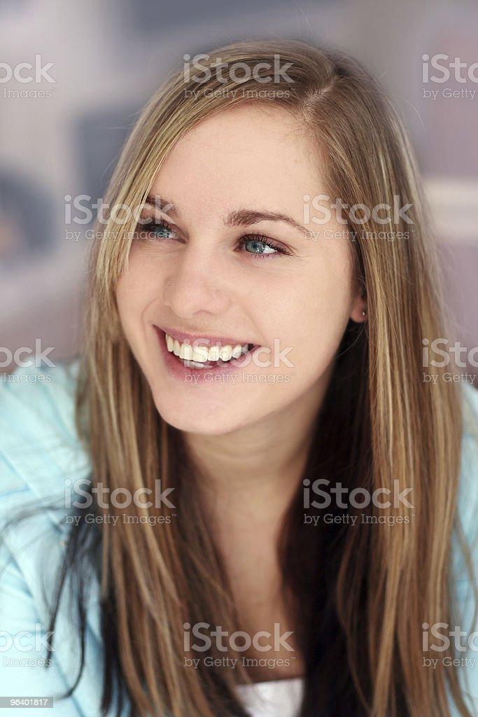 幸せな笑顔の女の子、 - カラー画像のロイヤリティフリーストックフォト