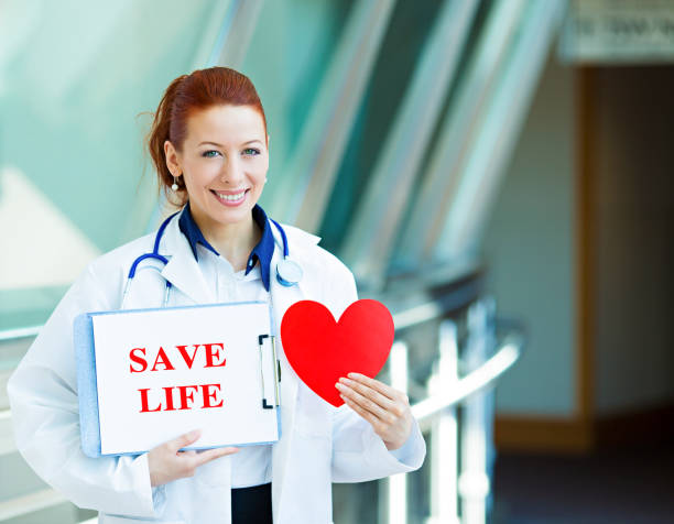 glücklich lächelnd ärztin, frau transplantation medizin arzt, - knochenmark spende stock-fotos und bilder