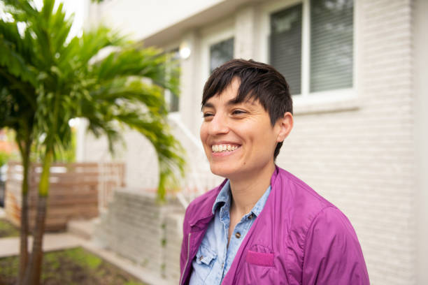 happy smiling person with short hair outside residential building in miami florida - showus стоковые фото и изображения