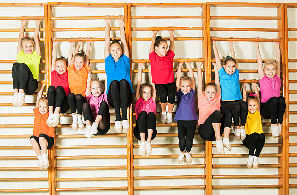 Glückliche sportliches Kinder in Fitnessraum – Foto