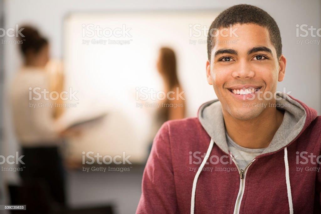 Feliz aluno em sala de aula foto royalty-free