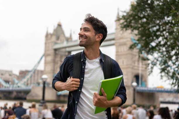 glücklicher student in london - england stock-fotos und bilder