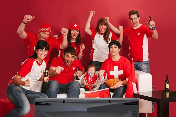 Happy Schweizer Sportfans – Foto