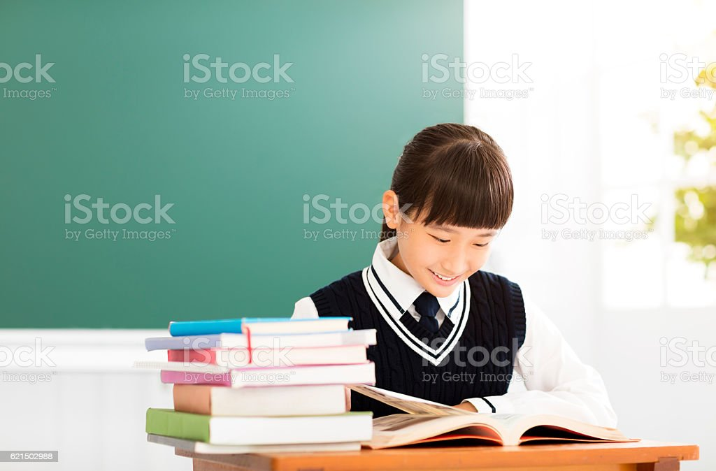 happy teenager girl study in the classroom foto stock royalty-free