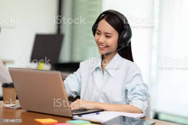 Happy telemarketer asian woman wear headset smile and customer on picture id1251461772?b=1&k=6&m=1251461772&s=612x612&h=akur8am31dqdqrecuz tchxn1 ptodgyjw4chwtlktu=