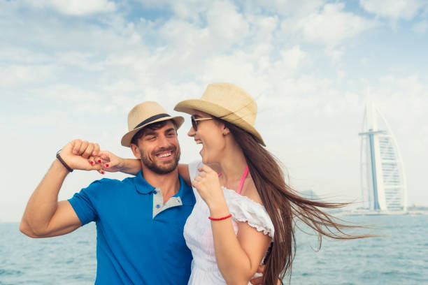 touristen in dubai - dubai urlaub stock-fotos und bilder