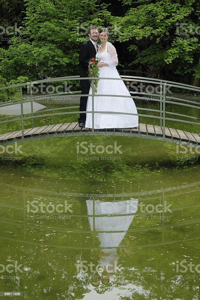 Glückliches Hochzeitspaar Lizenzfreies stock-foto