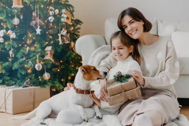 Happy winter holidays positive brunette woman embraces little girl picture id1194085839?b=1&k=6&m=1194085839&s=612x612&w=0&h=sp76nta4ljbh4obpxjsqbg1s7xpqljqgm3wywqyqreq=
