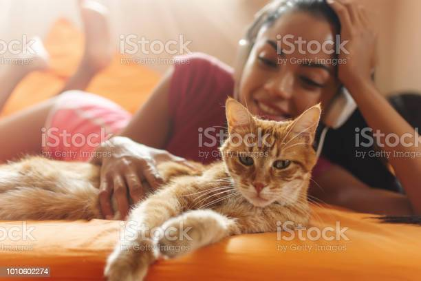 Happy woman at home listening music and cuddle her cat picture id1010602274?b=1&k=6&m=1010602274&s=612x612&h=bxuqfo1nhg7x7qrujl6gyva6v3k4j bixc5tnc0tfqi=