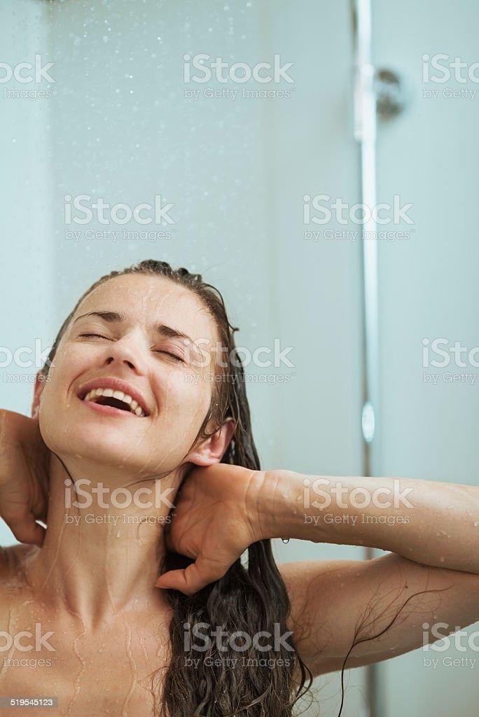 Фото купающейся девушки в душе, минет от красивой грудастой девушки