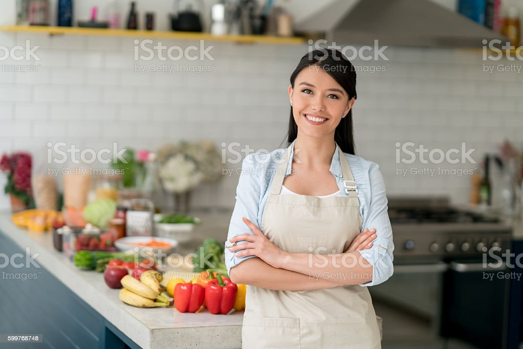Happy woman cooking at home - foto de stock