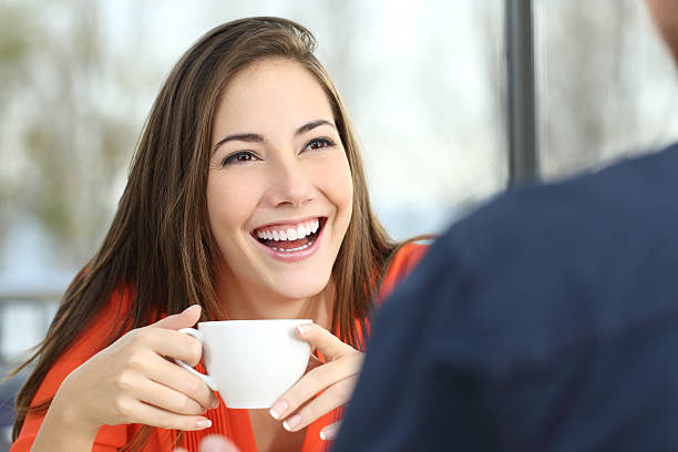 Happy woman dating with perfect smile - foto de stock