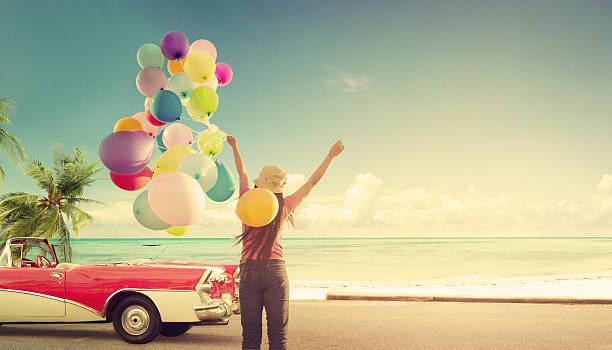 mulher feliz no verão - mulher balões imagens e fotografias de stock