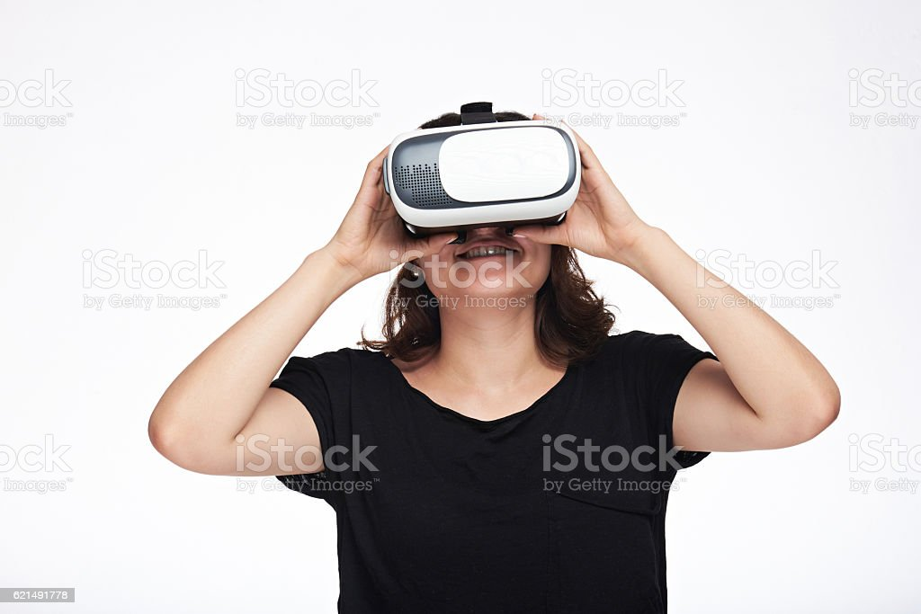 happy woman in virtual reality photo libre de droits