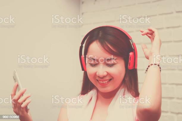 Gelukkige Vrouw Stockfoto en meer beelden van Alleen volwassenen