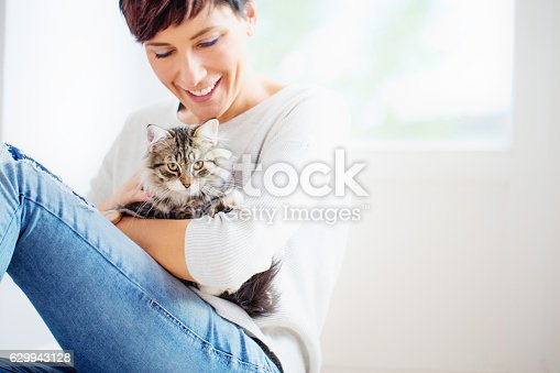 istock Happy Woman Portrait with her Cat 629943128