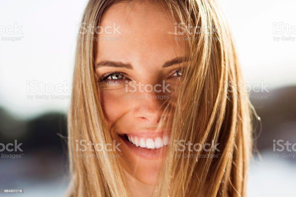 Heureuse femme posant - Photo