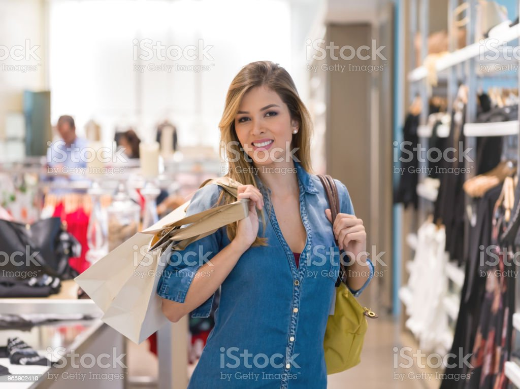 Happy woman shopping for clothes at a store - Royalty-free 30-39 Years Stock Photo