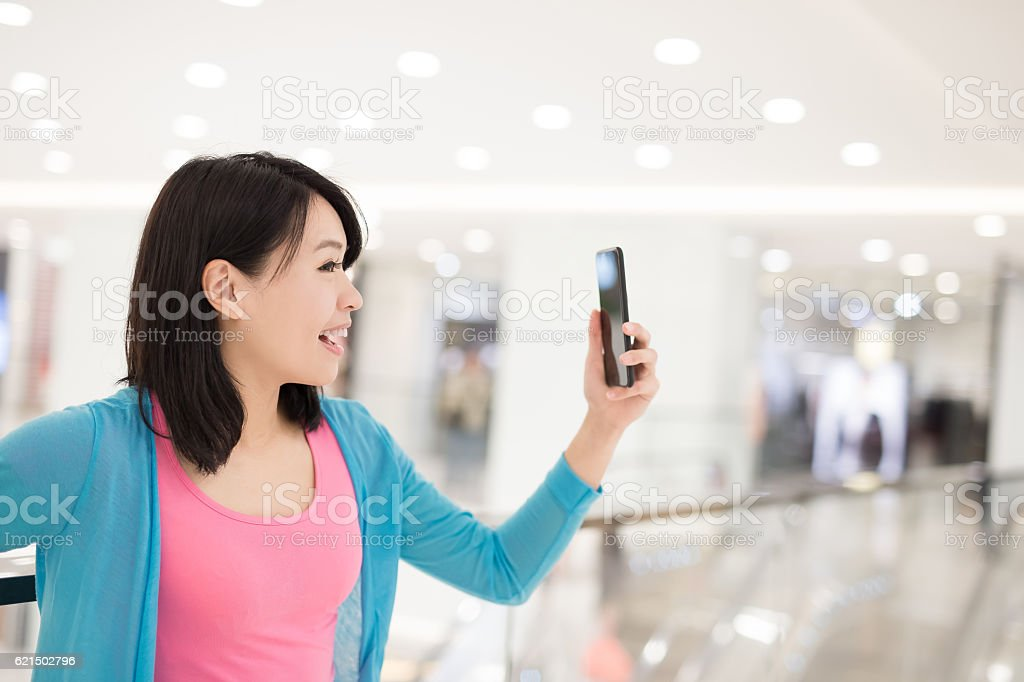 Donna felice shopping foto stock royalty-free