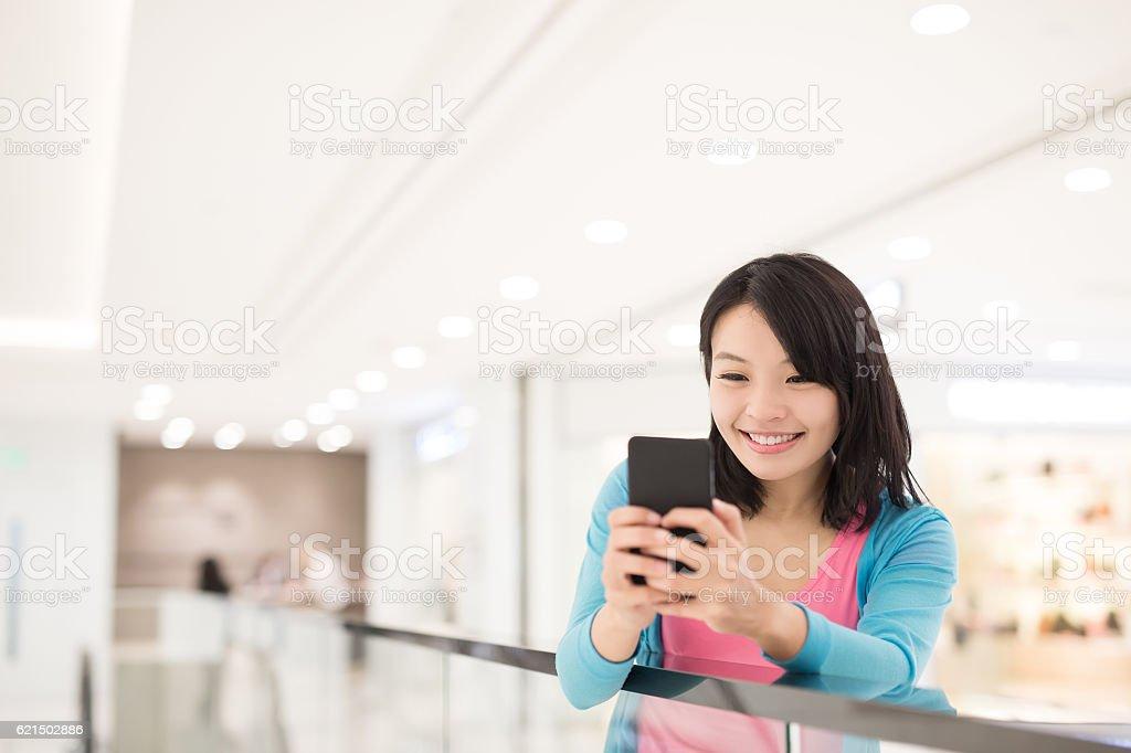 Heureuse femme shopping photo libre de droits