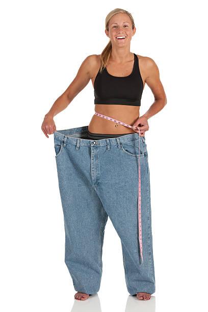 glückliche frau, die ihr gewicht verlieren - damen sporthose übergröße stock-fotos und bilder
