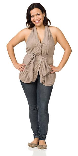 glückliche frau voller länge portrait - damen jeans übergrößen stock-fotos und bilder