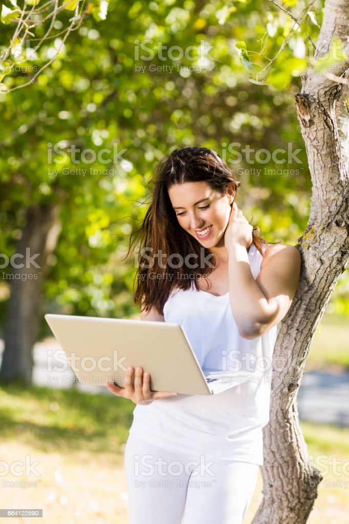 Happy woman using laptop foto stock royalty-free