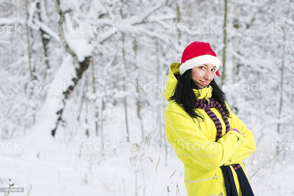 6c10e7187 Glückliche Frau Tragen Weihnachtsmannmütze Stock-Fotografie und mehr ...