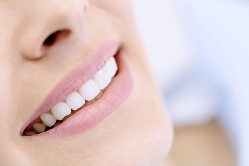 Glückliche Frau Mit Weißen Lächeln Stockfoto und mehr Bilder von 2015